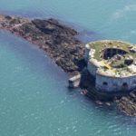 Британский остров-крепость Stack Rock-Fort выставлен на продажу